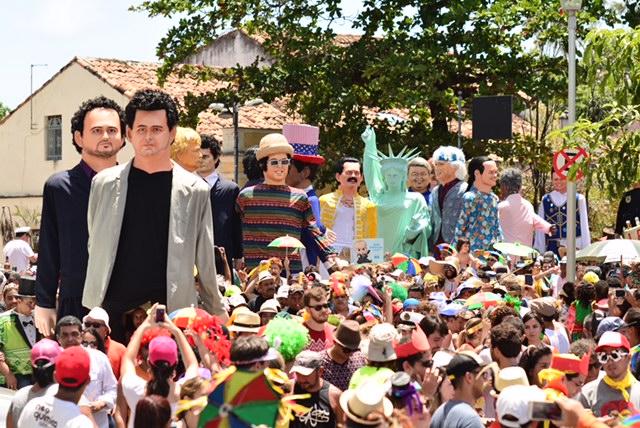 Desfile dos Bonecos Selebridades - foto Ademar Filho