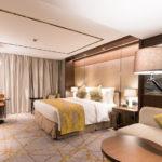 Golden Tulip Shanghai Rainbow_executive king bed room_2