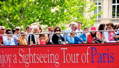 "So many people - how can you ""enjoy a sightseeing tour of Paris"" like this?"