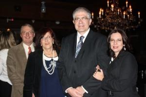 Mariuccia Ancona (de azul) e Luis Fernando Destro, representantes da Croácia no Brasil