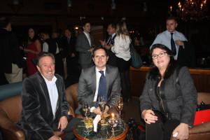 Joakin Mirkin (ao centro) da Máquina Public Relations e SraMilagros Ochoa, da Promperu