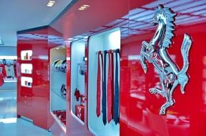 Toda a arquitetura do espaço da Ferrari veio diretamente da Itália