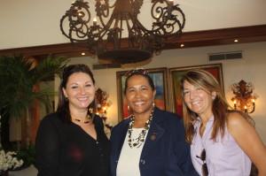 Resort Casa de Campo (Da esquerda): Tina Fanjul, consultora imobiliária;  Sarah Pelegrin, Gerente de Relações Públicas; e outra consultora imobiliária do grupo que receberam os jornalistas nas mansões em exposição