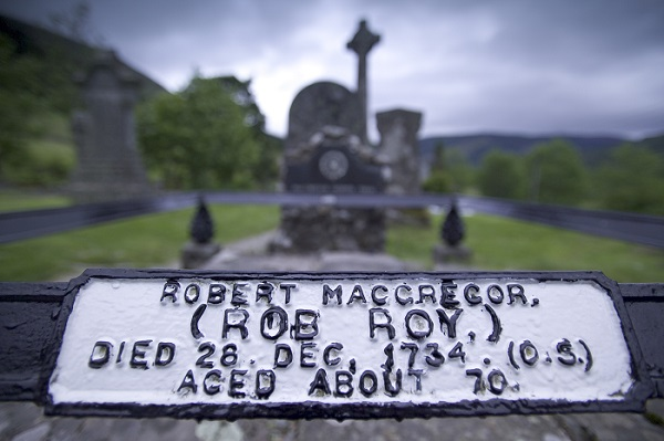 grave-and-sign-of-the-burial-place-of-outlaw-rob-roy